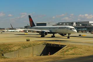 Delta N667DN: Boeing 757-200