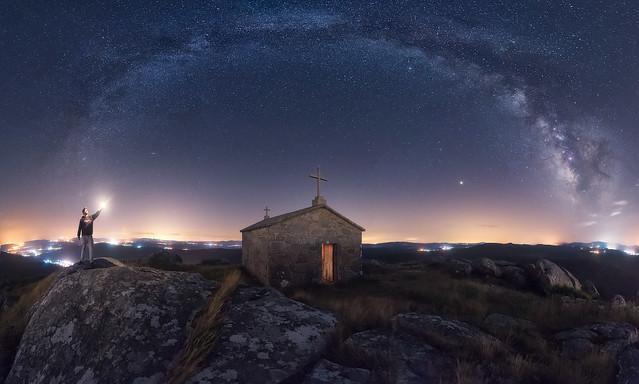 PA03 PA08 03 Juliocastro (España) - Luces Sagradas - Tomada en Ermita de San Bartolo, Vimianzo (España) el 09-08-2018