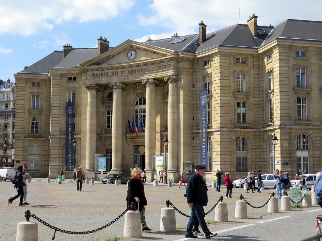Ратуша-го округа Парижа