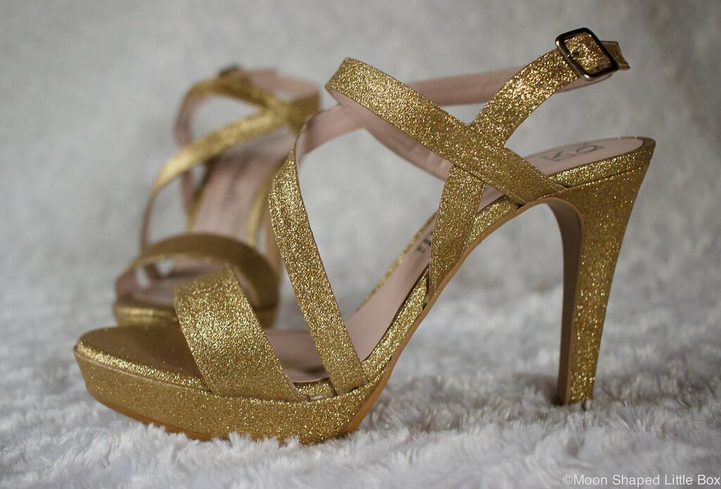 Kultaiset glitter korkokengat, kultaiset kengät, korkokengät Espanjasta