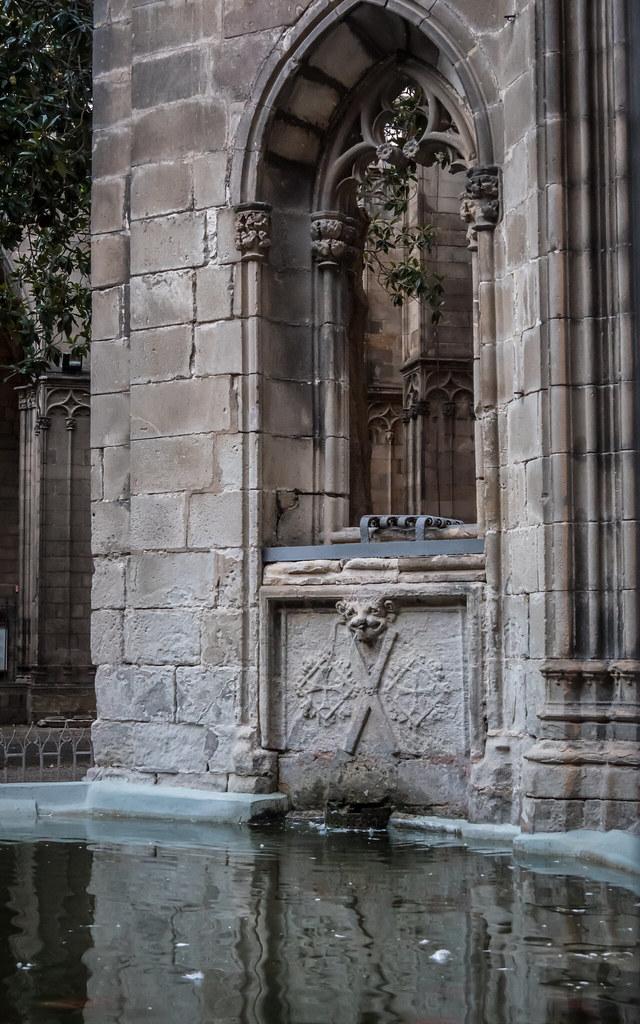 Le cloître de la cathédrale... 45656562321_fc05eed919_b