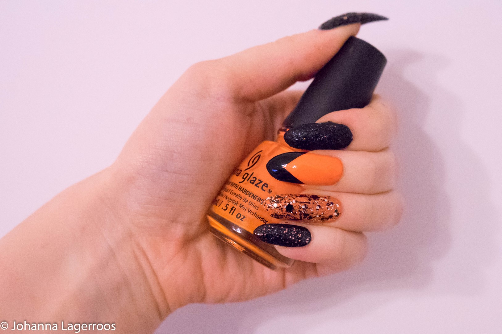halloween glitter nails