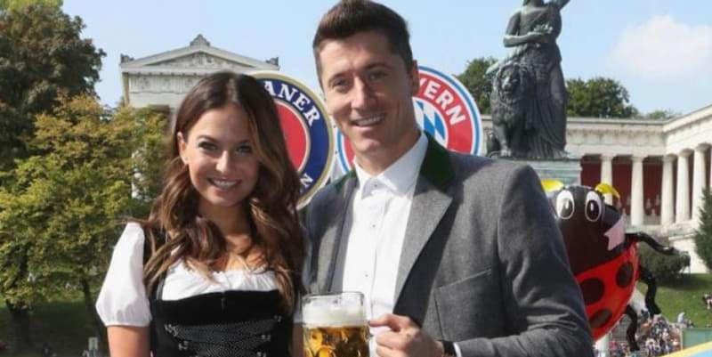 Lewandowski Diajak Istrinya Refresing di Oktoberfest