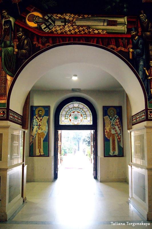 Вид на центральный вход в собор