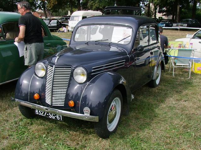 Renault Juvaquatre berline 1942, Fujifilm FinePix S100FS