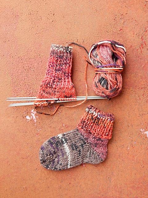 Детские носки из полосатой пряжи | HoroshoGromko.ru