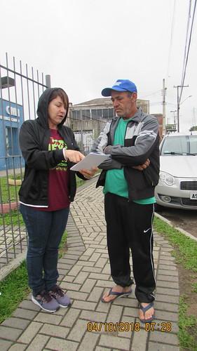 Professoras de CMEI cobram cumprimento da lei em panfletagem no Tatuquara
