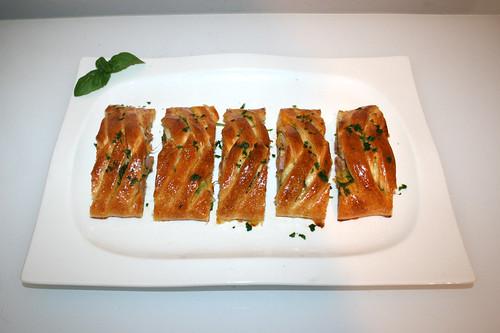 24 - Stromboli with ham, broccoli & cheddar - Served / Stromboli mit Schinken, Brokkoli & Cheddar - Serviert