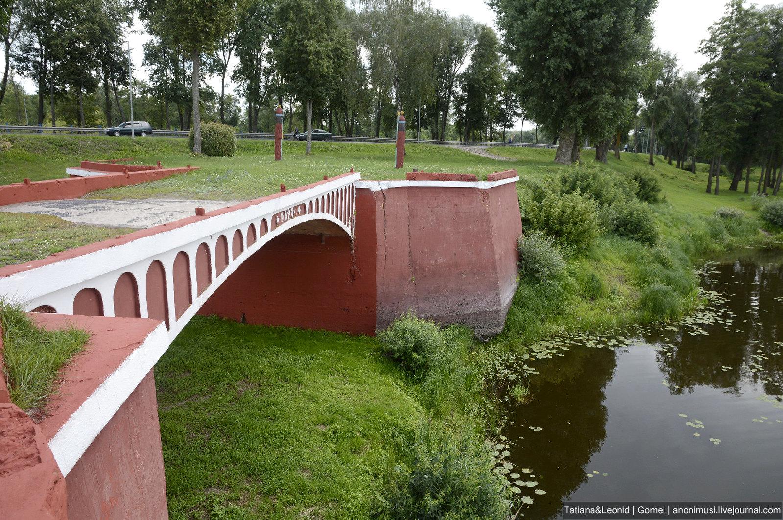 Горбатый мост в Добруше