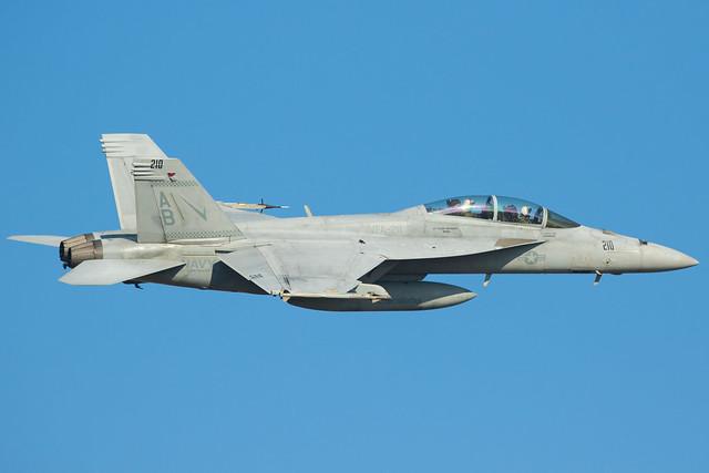 F/A-18F - VFA-211