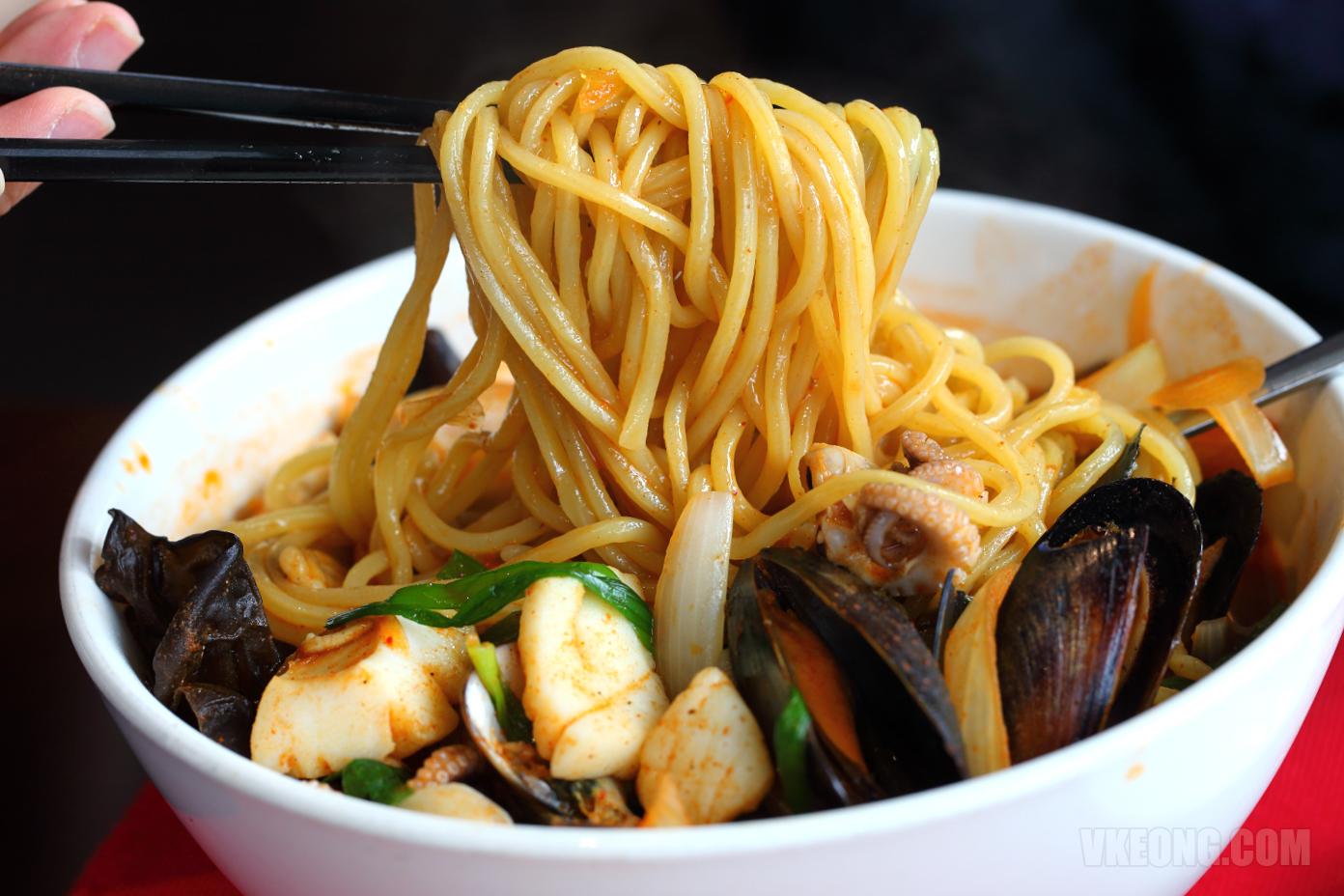 Buldojang-Seafood-Noodle