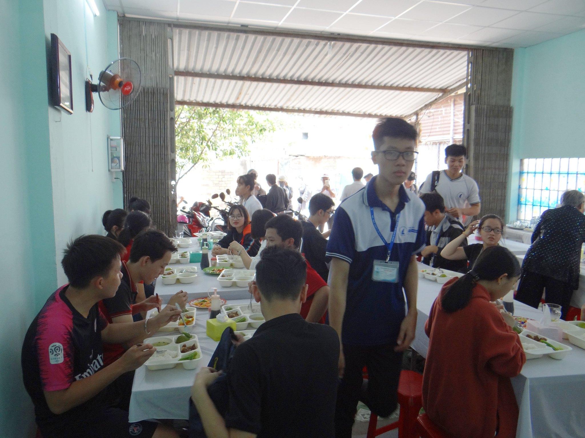 Quán cơm trưa sinh viên 5000đ