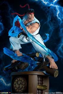 圍繞在身體四周的能量特效有夠帥~! Pop Culture Shock《快打旋風V》隆 Ryu 1/4 比例全身雕像作品