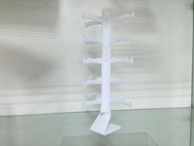 kệ mica trưng bày sản phẩm (3)