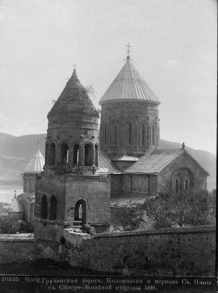 Колокольня и церковь Св. Нины с северо-западной стороны