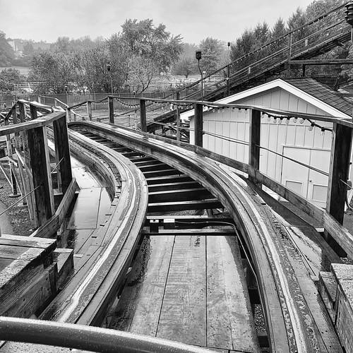 blackandwhite frontseat lightningracers hersheypark woodenrollercoaster