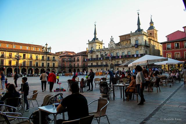 Plaza Mayor, al fondo el Edificio del Viejo Consistorio