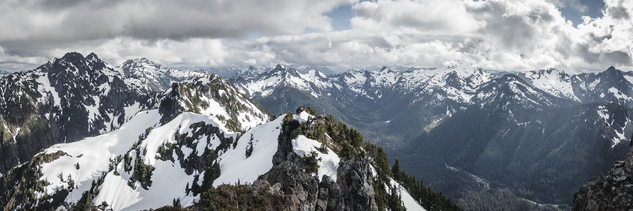 Gemini Peaks to Big Four Mountain panoramic view